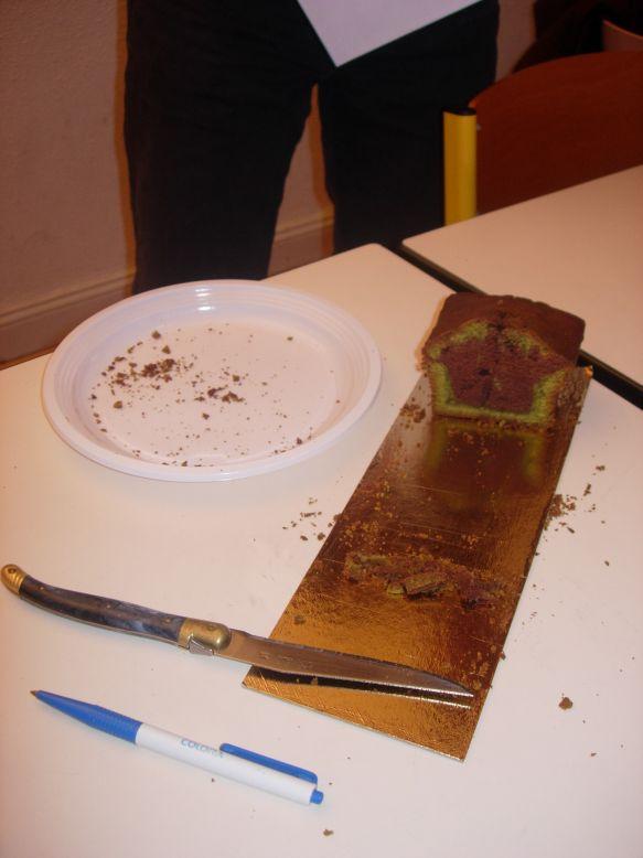 25 le reste de gateau au macha et chocolat